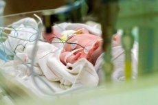 Podanie noworodkom gazu rozweselającego zamiast tlenu doprowadziło do tragedii.