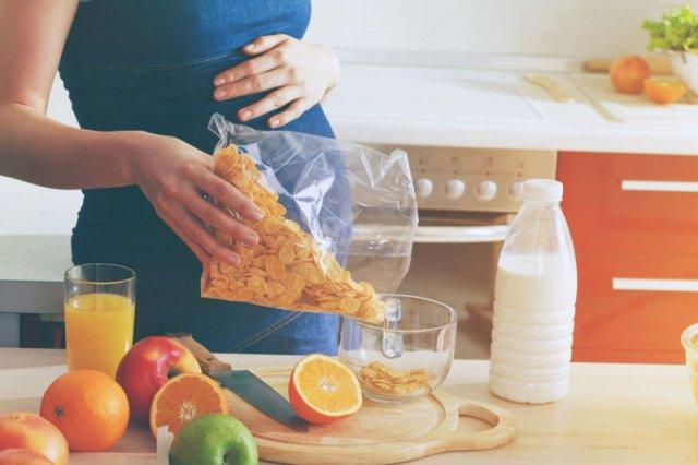 Dieta w ciąży powinna być bogata w witaminy i minerały.
