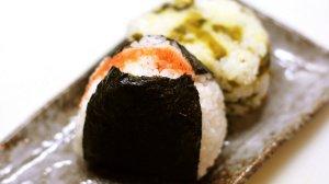 Tradycyjne japońskie kulki ryżowe fot. Flickr.com / [url=https://www.flickr.com/photos/ykjc9/3424461654/]Yumi Kimura[/url] / [url=https://creativecommons.org/licenses/by-sa/2.0/]CC BY[/url]