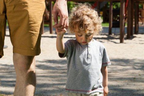 Problem z opuszczeniem placu zabaw bez płaczu ma większość rodziców