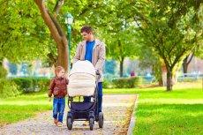 Ojcowie coraz chętniej korzystają z urlopów ojcowskich.